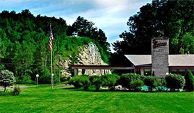 Pet Friendly Hotels In Williamstown MA, Pet Friendly Hotels In The Berkshires, Pet Friendly Hotel In The Berkshires, Pet Friendly Lodging Berkshires, Pet Friendly Hotels