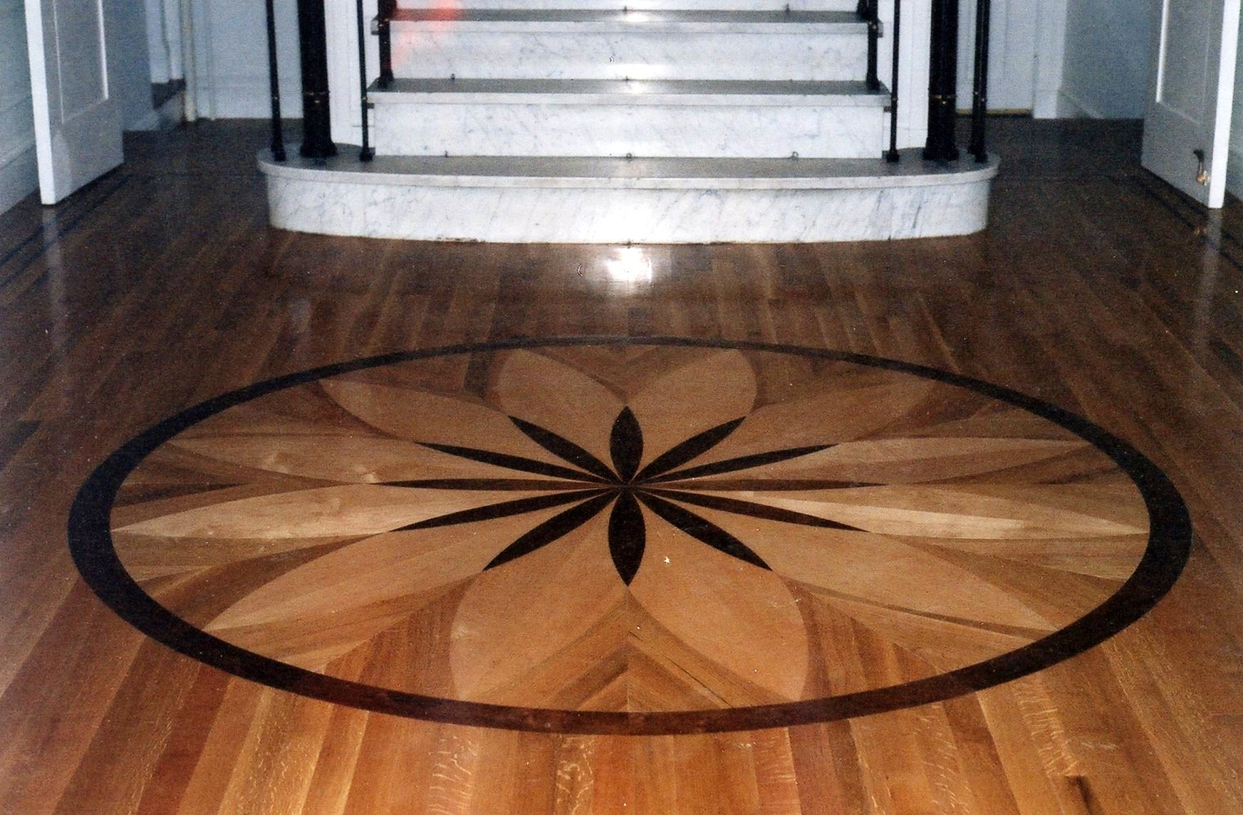Medallions hardwood flooring for Wood floor medallion designs