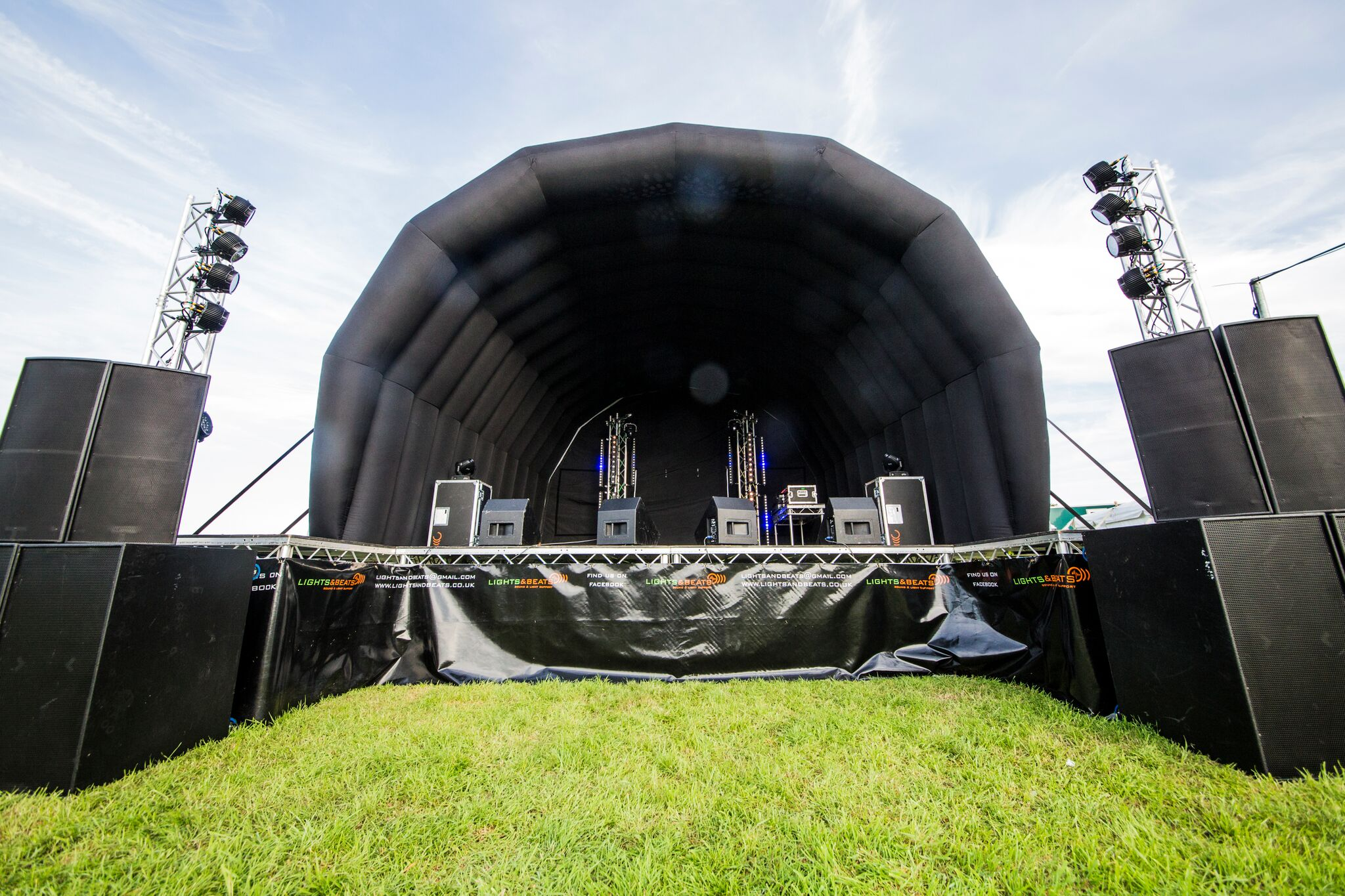 inflatable outside stage