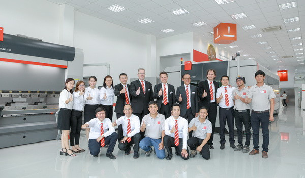 Bystronic Strong in Vietnam_Group photo_MEGA Tech