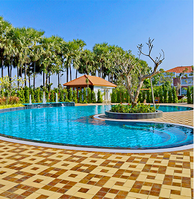 Outdoor swimming pool in Nyaung Oo, Bagan