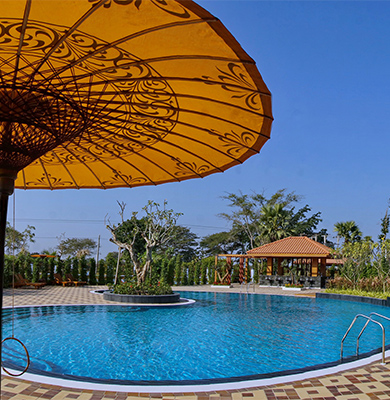 Swimming pool in 3 star hotel, Bagan