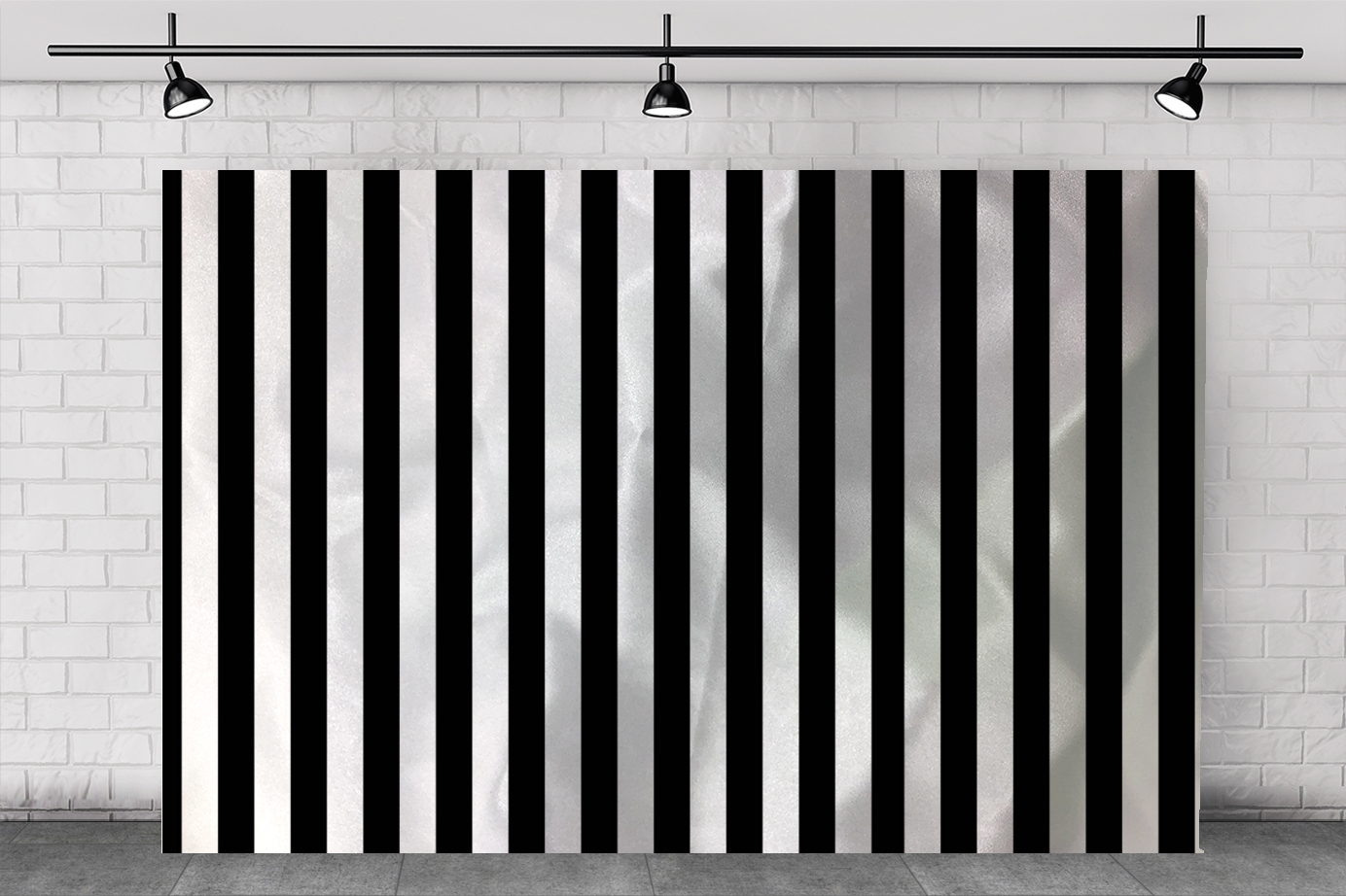 WHITE & BLACK STRIPE BACKDROP