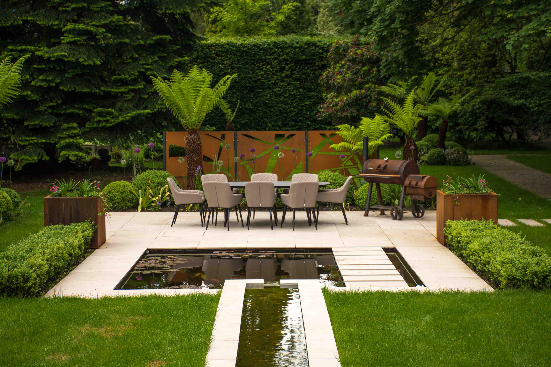 Contemporary garden in Knutsford