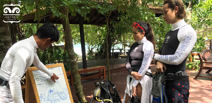 Briefing before diving activity